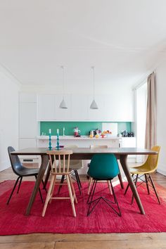 Home Decor our take on combining a simple modern life with a little bit of interior design , to make your home a little more warm Woven Dining Chairs, Mismatched Dining Chairs, Dining Room Colors, Dining Room Design, Sweet Home, Küchen Design, House Design, Interior Decorating, Interior Design