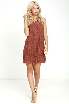 Get carried away with the Others Follow Total Flirt Marsala Shift Dress! Lovely floral lace overlays a sweetheart neckline and sleeveless bodice, that transitions into a loose, shift silhouette. Exposed metallic back zipper.