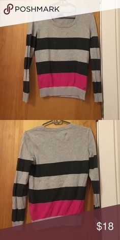 Tommy Hilfiger line sweater 100% cotton Pima. Great conditions, excellent for the fall and winter season. Tommy Hilfiger Sweaters