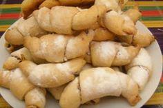 Печенье рогалики - рецепт домашней выпечки.Вкусные и очень нежные рогалики с начинкой из ароматного повидла, приготовленного летом.