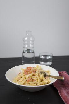 Nopea ja maukas lohipasta - Hanna G Family Meals, Pasta, Meat, Chicken, Recipes, Recipies, Ripped Recipes, Cooking Recipes, Cubs