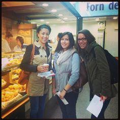 Los alumnos de español haciendo una actividad en el mercado de la Boquería #uabidiomes #barcelona