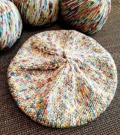 patron boina clasica 2 agujas You are in the right place about knit kids craft Here we offer you the Crochet Seashell Applique, Crochet Baby, Knit Crochet, Beanie Knitting Patterns Free, Knit Patterns, Baby Knitting, Diy Hair Accessories, Knitting Accessories, Yarn Crafts