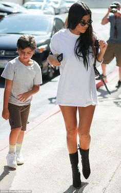 Kourtney Kardashian flaunts legs in hotpants as she takes son to class Kourtney Kardashian, Estilo Kardashian, Kardashian Style, Kardashian Jenner, Trendy Outfits, Cute Outfits, Fashion Outfits, Womens Fashion, Fall Fashion