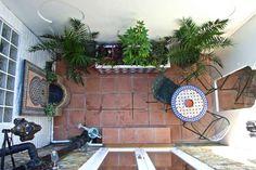Design Chris O Dononhue - DIY Winziger Garten Mexican Courtyard, Italian Courtyard, Brick Courtyard, Spanish Courtyard, Tuscan Courtyard, Courtyard Landscaping, Modern Courtyard, Small Courtyard Gardens, Courtyard House Plans
