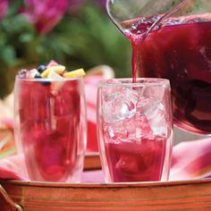 A refreshing drink for the guests. Blueberry Lemon Ice Tea #babyshower #drink