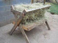 Pallet hay feeder