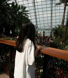 Night Aesthetic, Aesthetic Photo, Aesthetic Girl, Aesthetic Pictures, Ulzzang Korean Girl, Cute Korean Girl, Korean Best Friends, Profile Pictures Instagram, Girl Korea