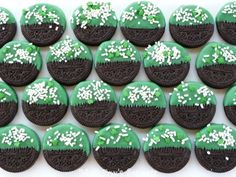 St. Patrick's Day Dipped Oreos:  a quick and easy way to dress up a cookie for St. Patrick's Day! All you need is: Oreos, Wilton Green Candy Melts found at at your local craft store, and sprinkles.