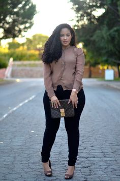 Dooley Noted Style: a girl with curves Casual Work Outfits, Business Casual Outfits, Curvy Outfits, Plus Size Outfits, Fashion Mode, Curvy Girl Fashion, Fashion Outfits, Fashion Black, Petite Fashion