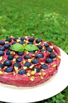 Tarte crue aux myrtilles // Raw blueberry tart Acai Bowl, Blueberry, Dessert Healthy, Breakfast, Green, Desserts, Food, Acai Berry Bowl, Breakfast Cafe