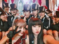 Jennie and lisa blackpink Bio Instagram, Kpop Girl Groups, Kpop Girls, Korean Girl Groups, Divas, Kim Jennie, Square Two, Black Pink Kpop, K Wallpaper