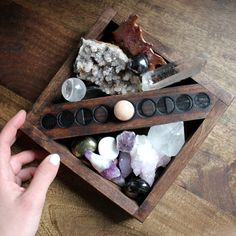 Magic supplies moon Phases home altar set Crystals And Gemstones, Stones And Crystals, Healing Crystals, Healing Stones, Chakra Healing, Crystal Magic, Crystal Box, Crystal Decor, Crystal Holder