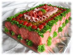 Kinkku-salamivoileipäkakku | Kinuskikissa - Suomen suosituin leivontayhteisö Sandwich Cake, Sandwiches, Luncheon Recipes, Bread Recipes, Cake Recipes, Party Platters, Cakes And More, Cheesecakes, Meatloaf