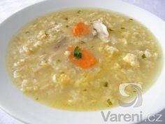 Recept na žmolkovou polévku s vejci tak, jak ji vařily naše babičky. Tato polévka je však vylepšená kuřecím masem.