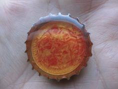 Fait à partir d'une capsule de bière...à la fois original et économique! Pébéo Prisme Rouge anglais + Pébéo Moon Or... Superbe effet!