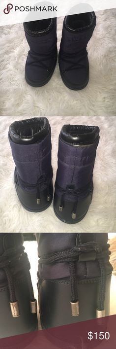 Dolce & Gabbana Kids Moon boots Dolce & Gabbana Kids Moon boots color is navy great condition and great for the snow the bottom has a great grip for the snow or walking on ice ...size 25-27 which is a 9-10 in Kids Dolce & Gabbana Shoes Rain & Snow Boots