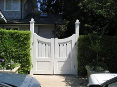 Inspiring outdoor wood gates design come with white wooden color gates and wooden post and concave shape gate top along with double swing gates. Trendy ideas of outdoor wood gates designs. Small Garden Gates, Wooden Garden Gate, Wooden Path, Wooden Fences, Double Wooden Gates, Wooden Gate Designs, Driveway Gate, Home Interior, Home Design