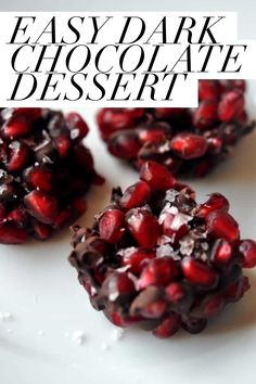 These healthy dark chocolate dessert bites with pomegranate are super easy to make. They take just 3-ingredients to make and taste delicious! Dark Chocolate Recipes, Healthy Dark Chocolate, Chocolate Treats, Easy Treats To Make, Desserts To Make, Pomegranate Recipes, Christmas Chocolate, Margarita Recipes, 3 Ingredients