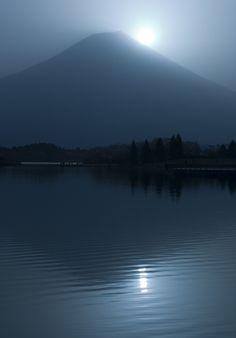Picture - Reflection of Mt Fuji on Lake Tanuki. Japan   PlanetWare