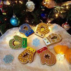 Купить или заказать Тематическое  печенье декоративное. в интернет-магазине на Ярмарке Мастеров. Здравствуйте! Вы можете заказать уникальное, вкусное, красивое печенье с лимонной сахарной глазурью, с карамельными вставками на любую тему и по любому поводу с доставкой по Москве и поселку Снегири МО Форма, размер и рисунок ограничиваются Вашей фантазией и моими возможностями ) Цена от 150 р. и зависит от сложности оформления. Возможны скидки. Примеры стоимости можно посмотреть под другими…