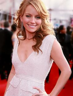 Becki Newton - How I Met Your Mother ( Quinn ) and Love Bites Becki Newton, Hair Colour, Color, Light Spring, How I Met Your Mother, I Meet You, Soft Light, Most Beautiful Women, Favorite Tv Shows