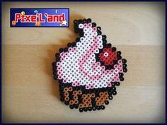 Pixel Art en perle Hama Gâteau Amarena Pixel Art réalisé en perle Hama. Taille : 10cm X 8cm Disponible en plusieurs coloris sur simple demande.  *Pensez à la customisation de votre Pixel art !! : Porte clé, aimant, cadre, pot etc...*