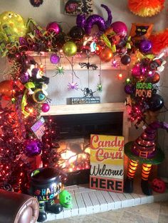 Fun Halloween garland and decorations around the fireplace by, B Merry holiday decorating, Midland TX. Halloween Fireplace, Halloween House, Spooky Halloween, Holidays Halloween, Happy Halloween, Halloween Doorway, Halloween Party, Halloween 2019, Halloween Projects