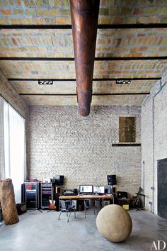 Katia and Marielle Labèque's Recording Studio by Axel Vervoordt Architectural Digest inside sute Workspace Inspiration, Interior Inspiration, Interior Design Studio, Modern Interior Design, Studio Design, Rome Apartment, Exposed Brick Walls, Industrial House, Industrial Office