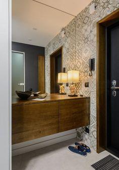 Modern lakberendezés új építésű kis lakásban - 39m2-es keskeny egyszobás tér ügyes kialakítása - zónák, funkcionalitás Home Entrance Decor, House Entrance, Home Decor, Z Photo, Photo Wall, Double Vanity, Living Room Designs, Condo, Mirror