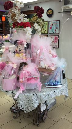 Baby welcome Chocolete baskets Baby Party Favors, Wedding Designs, Baskets, Tulle, Tutu, Basket, Curves, Tulle Bows, Mesh