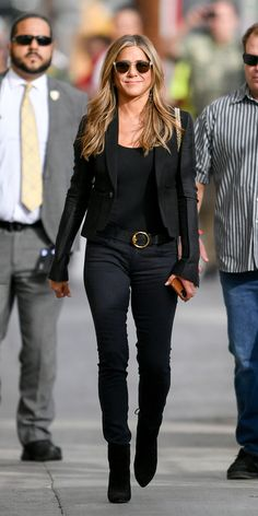 Look of the Day - Jennifer Aniston from You can find Jennifer aniston and more on our website.Look of the Day - Jennifer Aniston from Estilo Jennifer Aniston, Jennifer Aniston Photos, Jennifer Lawrence Style, Jennifer Aniston Hair, Jennifer Garner, Mode Outfits, Fashion Outfits, Womens Fashion, Jeniffer Aniston