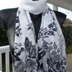 Écharpe foulard femme blanc et noir agréable