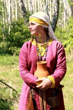 Going to have to start looking for earthenware at thrift shops and garage sales.  Viking Age 2012 via Andrey Bogdanov