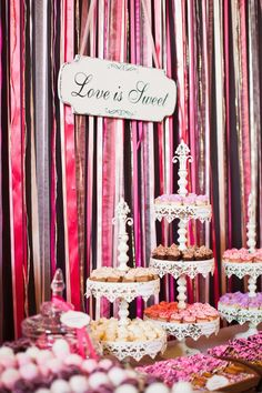 cupcakes on dessert table