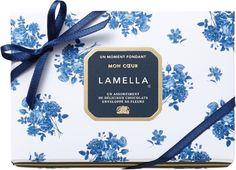 モロゾフバレンタイン商品の「MON COEUR(モンクール)」をご紹介いたします。「モンクール」は、フランス語で「私の心」、愛の花言葉を持つ薔薇のブーケをパッケージにあしらった上品でエレガントなギフトチョコレートです。