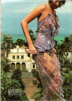 Vestido em renda Eduardo Ferreira.Revista Elle Brasil