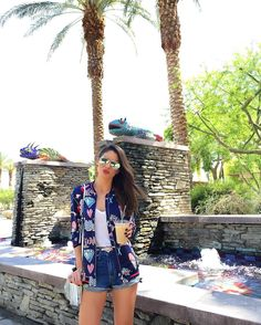 Hanging out!!! Hello Palm Springs So who is coming to #Coachella ?! ------- Cheguei em Palm Springs! Tarde relax... salvando as energias pro festival que começa amanhã haha Quem vai???? by camilacoelho