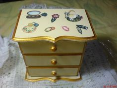 Jewelry box made in découpage
