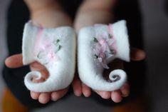 Für kleine Fee Hand Filz Hausschuhe weiß zuhause Schuhe Baby Booties HANDMADE TO ORDER