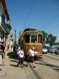 In Porto gibt es nicht nur alte Straßenbahnen.