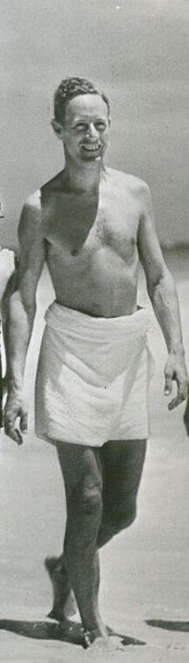 Leslie Howard at the beach. Next legs! Leslie Howard, Guys Be Like, Silent Film, Old Hollywood, Movie Stars, Actors & Actresses, Gentleman, 1970s, Celebs