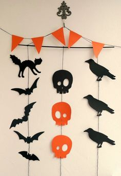 Kids Halloween crafts for Your Kids Halloween Party More from my site Make stone halloween monsters! A fun halloween craft for kids to make. Decorate … Best Easy DIY Halloween Decorations For Indoors & Outdoors Decoration Haloween, Diy Halloween Garland, Cheap Halloween Decorations, Halloween Paper Crafts, Halloween Party Decor, Holidays Halloween, Halloween Kids, Hallowen Party, Diy Halloween Wedding Ideas