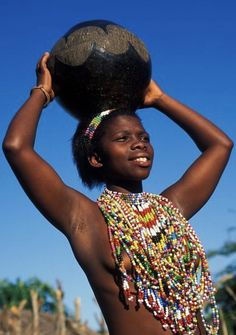 Photos and pictures of: Zulu maiden wearing beads, Kwazulu-Natal, South Africa - The Africa Image Library African Beauty, African Women, African Art, African Fashion, Africa Tribes, Zulu Women, African Colors, Kwazulu Natal, Tribal People