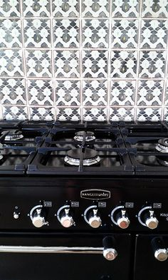 Kitchen renovation: Black Rangemaster Kitchener, Fired Earth Marrakech tiles.