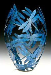Dragonfly Vase Cristal, Gourd Art, Dragonflies, Paper Mache Flowers, Damselflies, Paper Art, Paper Crafts, Arts And Crafts, Diy Crafts