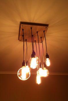Оригинальный светильник с лампочками Эдисона.