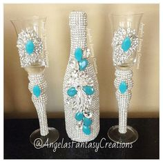 With a touch of #tiffanyblue for a #canadabride #memorybottlle #meorybottle #weddingchampagne #weddingbottle #poppinbottles #bottle champagne #champagneflutes #champagneglasses #beverlyhills #tifannys #eventplanner