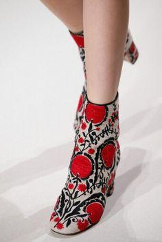 e1d8c5364 Valentino Sapatos De Ouro, Sapatilhas, Figurino, Saltos, Botas De  Tornozelo, Luvas