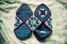 [Easy] Crochet Granny Square Slippers - Free Pattern!